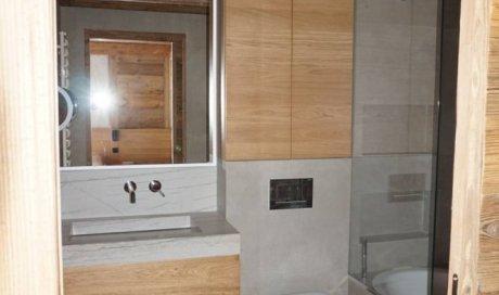 Entreprise de menuiserie à Megève pour l'aménagement contre l'humidité d'une salle de bain