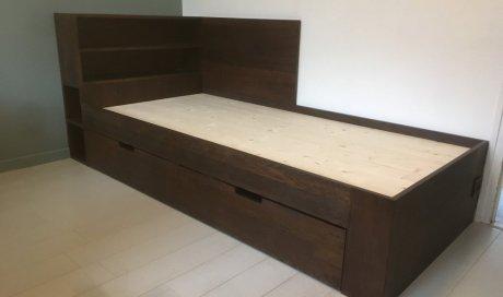 Menuisier pour création d'un lit sur mesure en chêne teinté à Megève