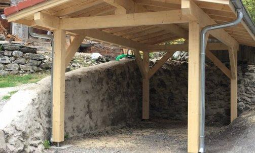 Abri de voiture ossature bois massif, toiture en tuile Magland