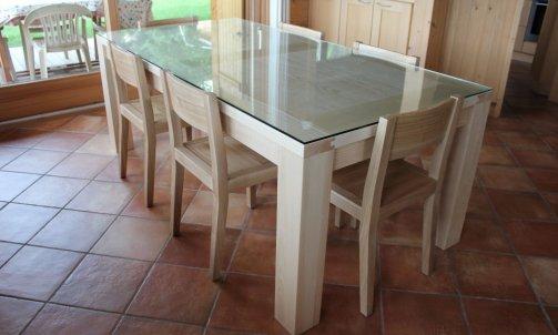 Table en frene massif avec plateau en verre a Combloux